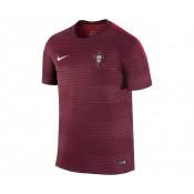 Le maillot pré-match à l'effigie du Portugal en Rouge